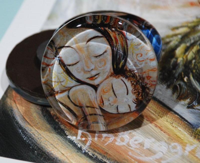 Cling, glass art magent by Katie m. Berggren